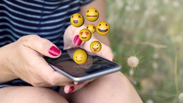 אימוג'י לבבות (צילום: Shutterstock)