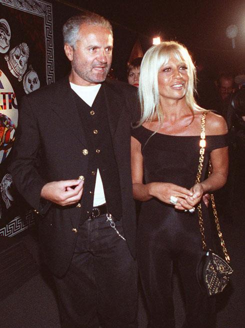 בית האופנה נחשב למנסח הגלאם האיטלקי. ג'יאני ודונטלה ורסאצ'ה, 1992 (צילום: AP)