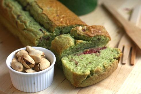 עוגת פיסטוקים ופטל אדום (צילום: אבירם פלג )