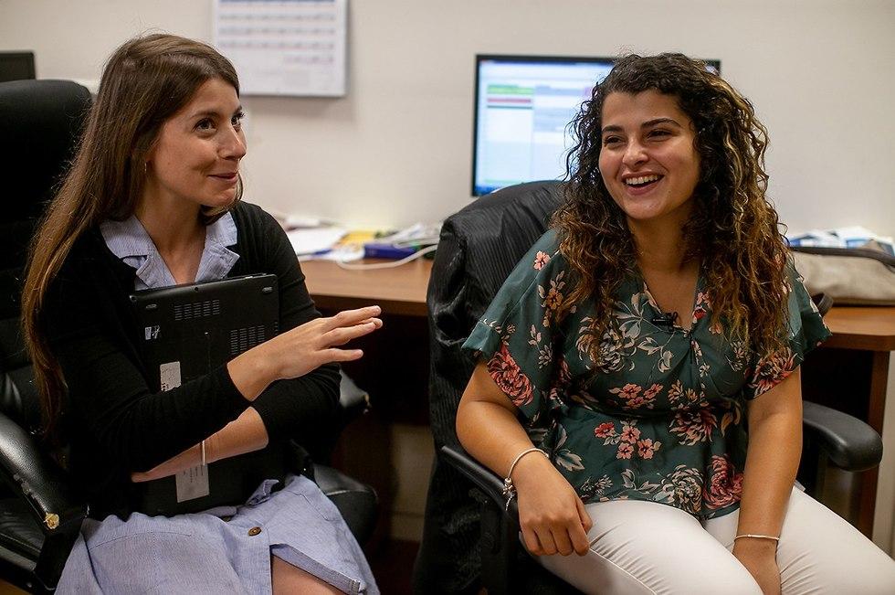 Hanan Dabbah (derecha) y Roni Alon (izquierda) (Foto: Ohad Zwigenberg)