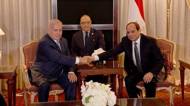 נתניהו ונשיא מצרים א-סיסי בניו יורק (צילום: אבי אוחיון, לע