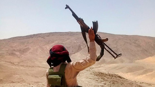 Ополченец-бедуин, воюющий на стороне египетской армии. Фото: AP