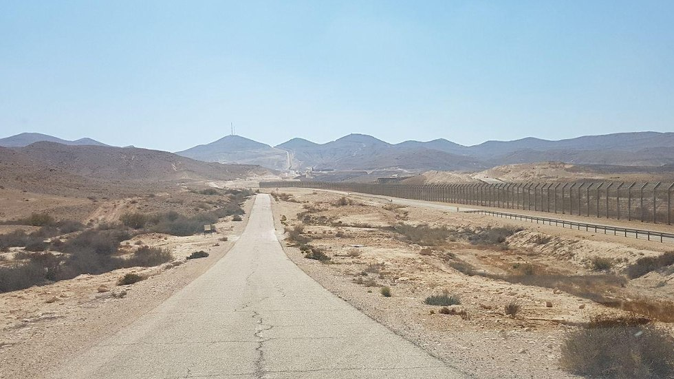 כביש 10 שנמצא בגבול עם מצרים  (צילום: אסף קמר)