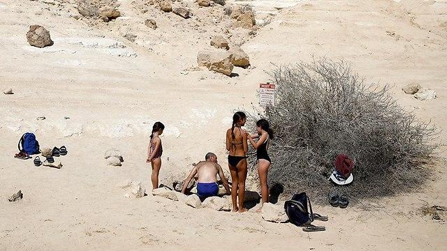 מטיילים בחול המועד סוכות (צילום: רויטרס)