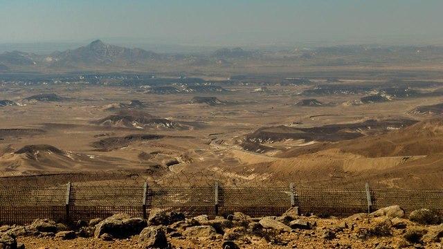 כביש 10 שנמצא בגבול עם מצרים  (צילום: מאיר וקסמן)
