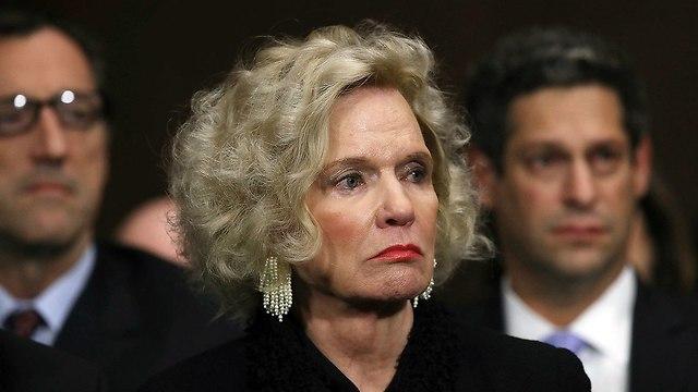 אמא של ברט קאבנו  (צילום: AP)