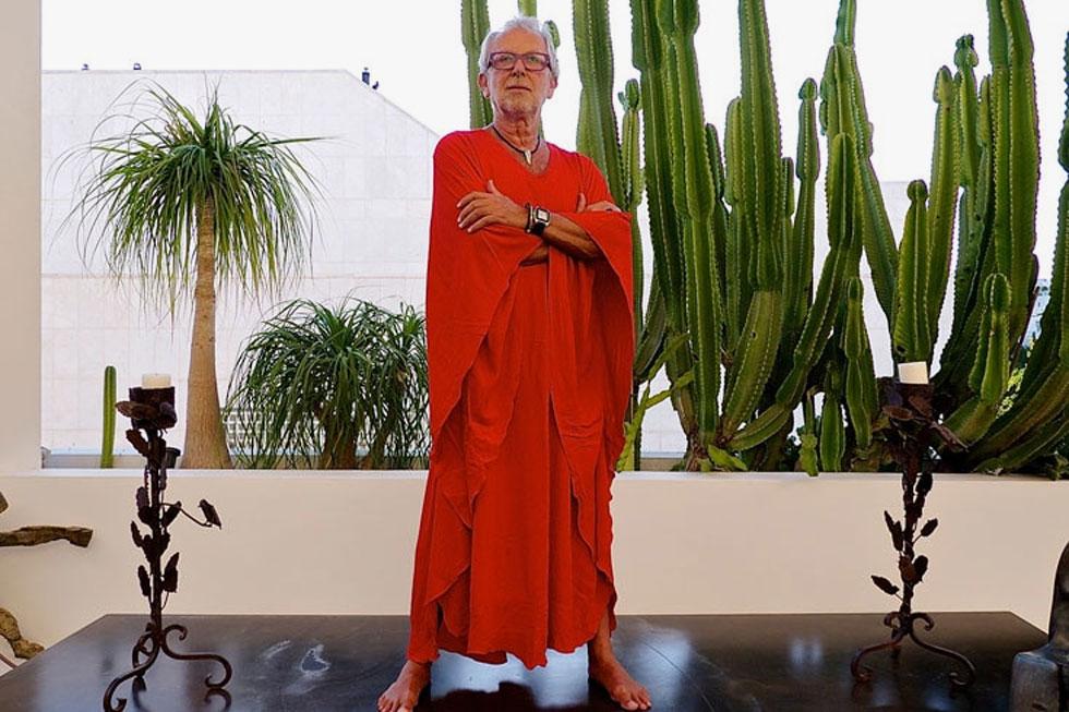 """אוברזון עצמו הוא מתלבש רציני: מוקפד, מתוקתק, מאובזר, הכי """"וילה בג'ונגל"""" – הגרסה האופנתית (צילום: איתי סיקולסקי)"""