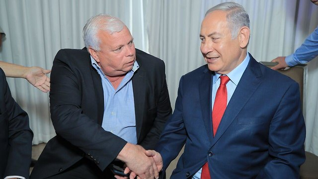Elisha Peleg and Prime Minister Benjamin Netanyahu (Photo: Sharon Ravivo)