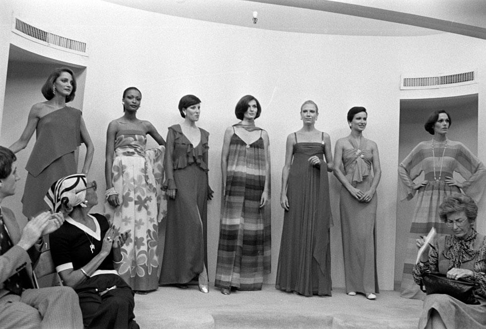 """""""אין הרבה בתי אופנה עם היסטוריה של 60 שנה. זה כמו נדל""""ן – הדברים הטובים כבר נרכשו"""". תצוגה של טריג'ר, 1976 (צילום: rex/asap creative)"""