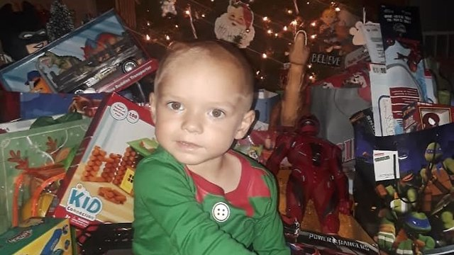 חגיגות חג מולד למען ילד חולה בסרטן (צילום: פייסבוק)