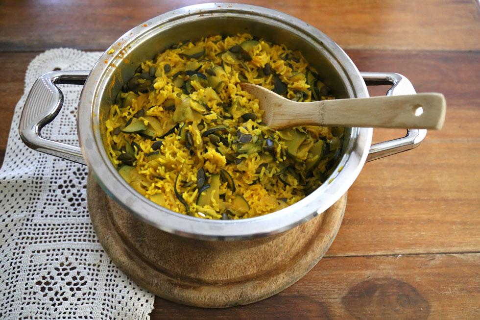 אורז עם ירוקים וגרעיני חמנייה (צילום: ליאורה חוברה)
