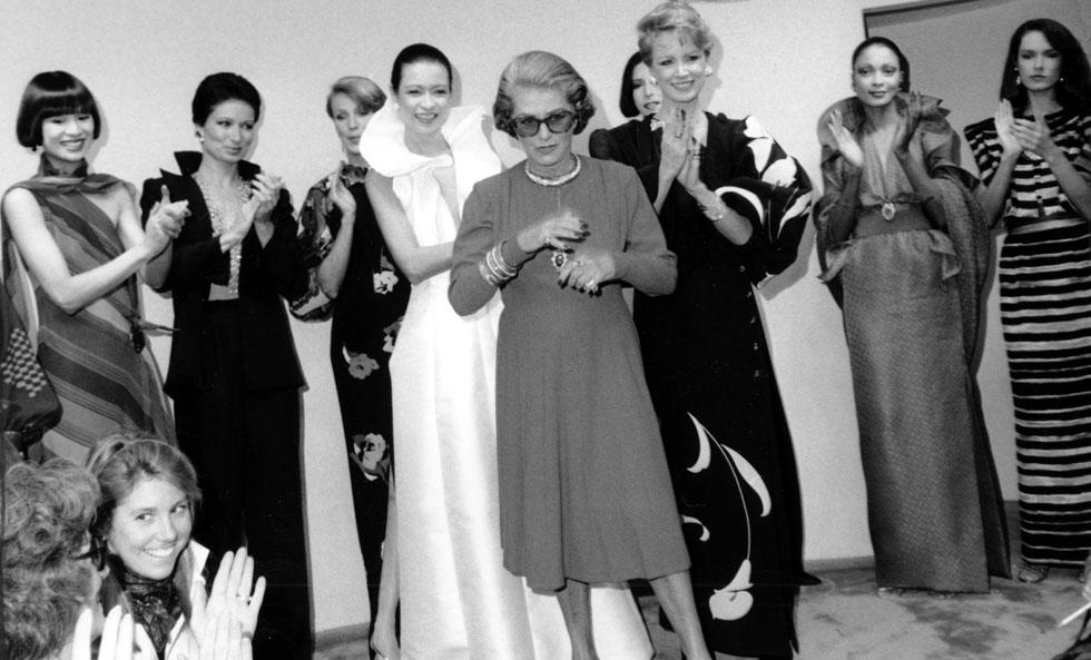 ברחה מצרפת ב-1937 בעקבות התחזקות הנאצים, וייסדה את בית האופנה על שמה בשנת 1942 בניו יורק. פאולין טריג'ר בתצוגת אופנה בעיצובה (צילום: AP)