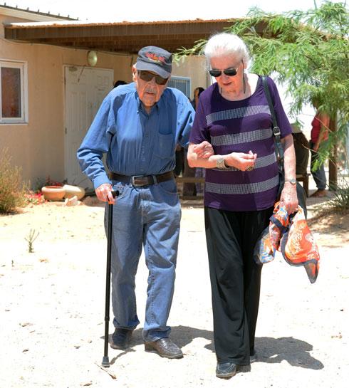"""עם אשתו עליזה. """"אהב אותה אהבת נפש"""" (צילום: חיים הורנשטיין)"""
