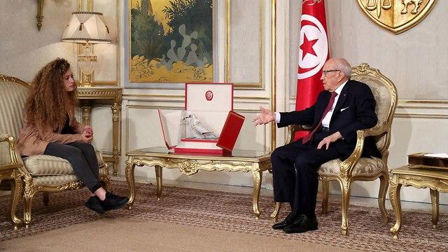 Tunisian President Beji Caid Essebsi and Ahed Tamimi (Photo: EPA)