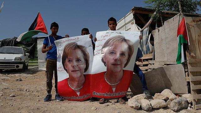 Bedouin children from Khan al-Ahmar appeal to the German chancellor  (Photo: AP)
