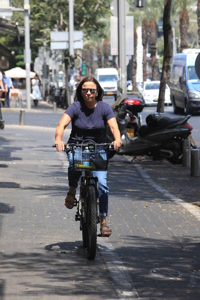 בקלות יכולים לדמיין אותה על אופנוע. שלי יחימוביץ' (צילום: מוטי לבטון)