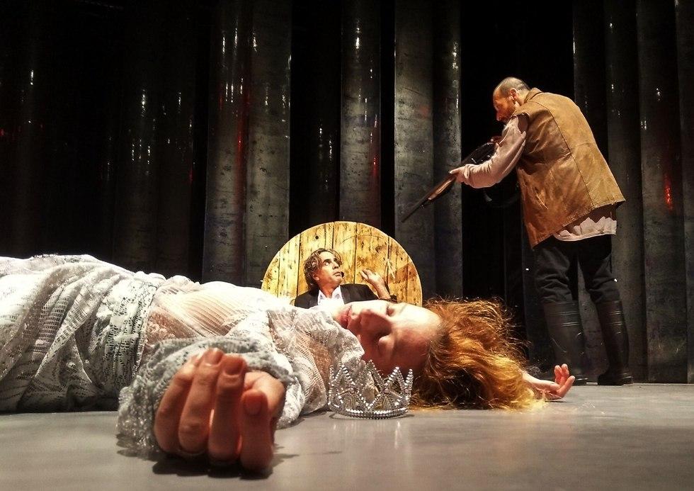 מתוך המחזה (צילום: יבגני לשצ'נקו )