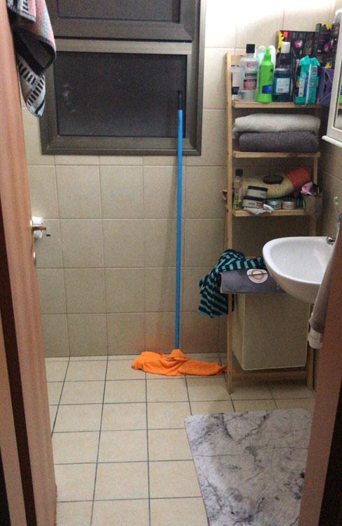 חדר האמבטיה לפני (צילום: ליעונה מנקלי)