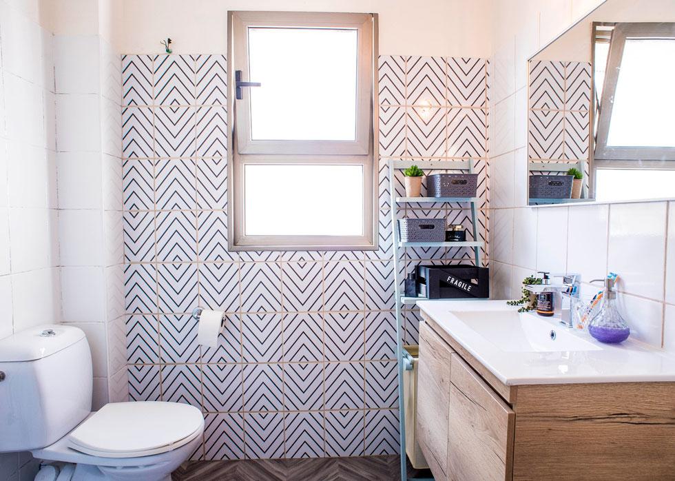 שיפוץ קליל שמשנה את חדר האמבטיה לחלוטין (צילום: יובל חן)
