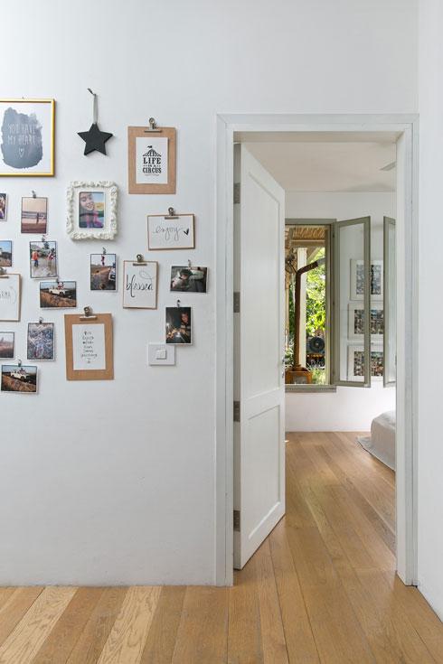 הצצה מהמסדרון אל חדר ההורים (צילום: שירן כרמל)