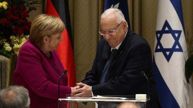 Reuven Rivlin welcomes Angela Merkel to his residence in Jerusalem (Photo: Ohad Zwigenberg)
