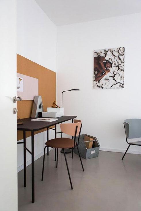 על הקיר צילום של Nana Oduro מגאנה, מ-335 שקלים (תלוי בגודל), בגלריה המקוונת של Karma Kollective (צילום: שירן כרמל)