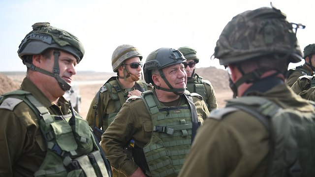 Chief of Staff Lt.Gen. Gadi Eisenkot visiting the Gaza Division (Photo: IDF Spokesperson's Unit)