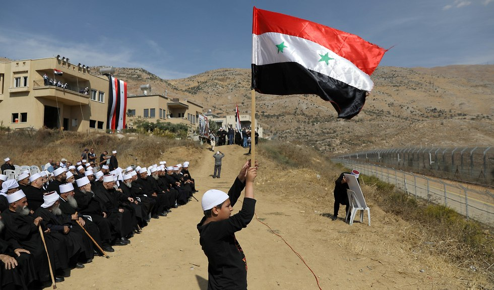 Druze residents of the Golan Heights attend a rally in support of Syrian president  (Photo: Reuters)