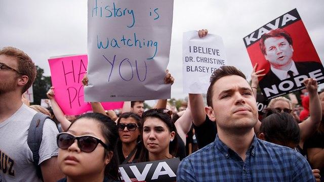 מפגינים (צילום: EPA)