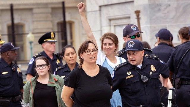 מפגינים (צילום: AP)