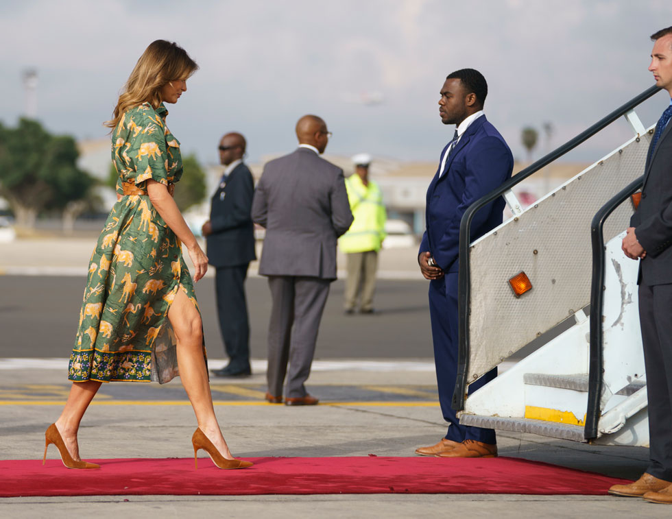 בניירובי: שמלה מודפסת של ארדם, 1,288 דולר, וחגורה של קרולינה הררה (צילום: AP)