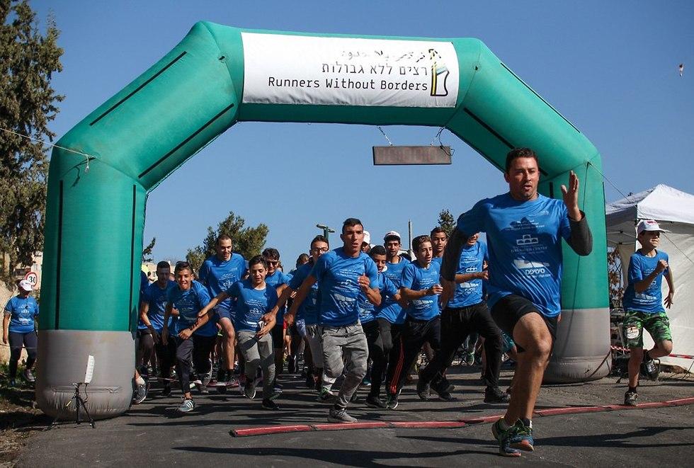רצים יהודים וערבים רצים יחד (צילום: איתי עקירב)