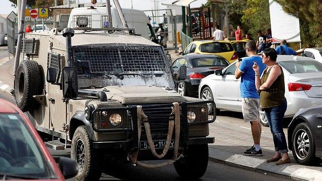 כוחות הצלה באזור תעשייה ברקן (צילום: רויטרס)