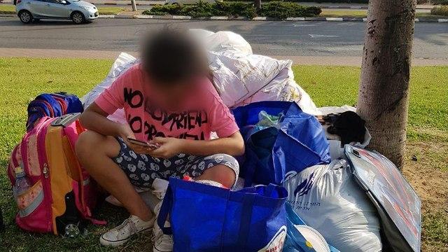 אישה וארבעת ילדיה נזרקו לרחוב כי לא עמדו בעול השכירות (צילום: מיטל כהן)