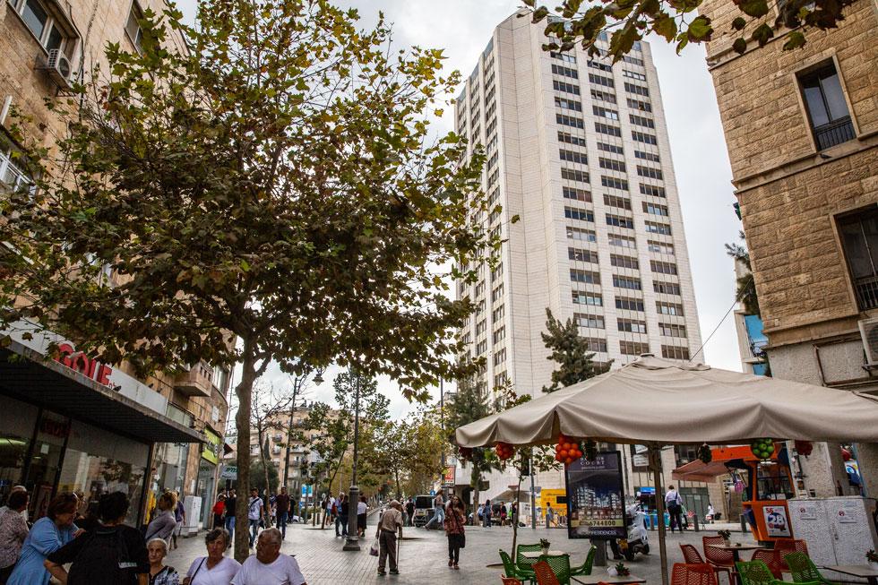המעצב מרגיש שינוי חיובי בסביבה של מגדל העיר, למשל פתיחה של מלונות בוטיק קטנים בזה אחר זה (צילום: אלכס קולומויסקי)