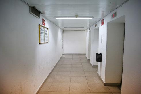 מסדרונות ריקים (צילום: אלכס קולומויסקי)