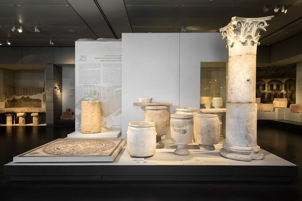 The inscription in the Israel Museum exhibition, Jerusalem. (Photo: Laura Lachman, the Israel Museum, Jeruslem)