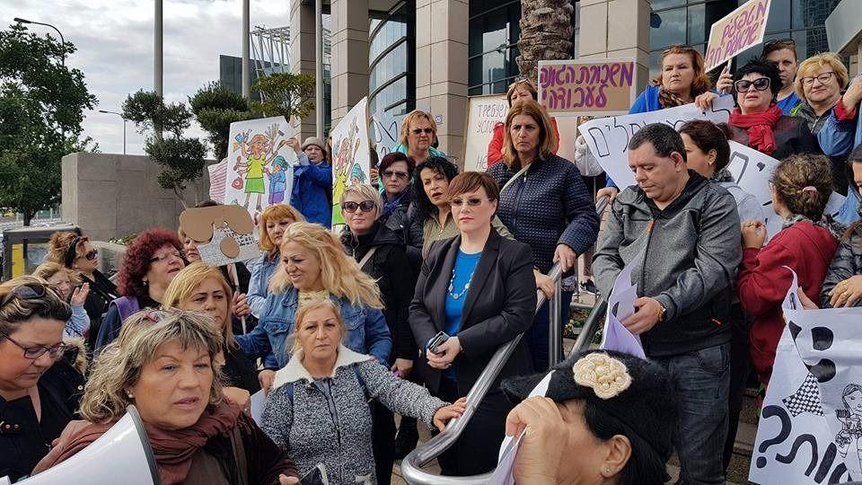 Тали Плосков на митинге протеста работниц по уходу (архив)