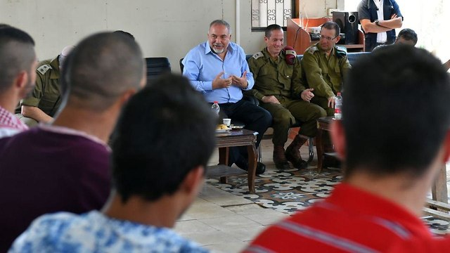 Lieberman meets with military brass    (Photo: IDF's Spokesperson's Unit   )
