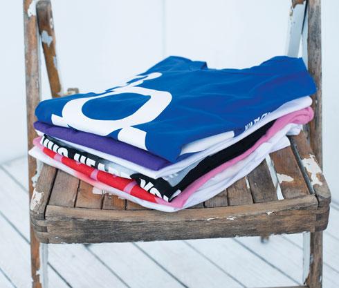 מלמעלה: כחול, 270 שקל, ג'ולייט. סגול, 30 שקל, ברשקה. לבן, 60 שקל, H&M. שחור, 60 שקל, קסטרו. ורוד, 40 שקל, רנואר. לבן, 30 שקל, פול אנד בר (צילום: עדו לביא, סטיילינג: תמי ארד־ברקאי)