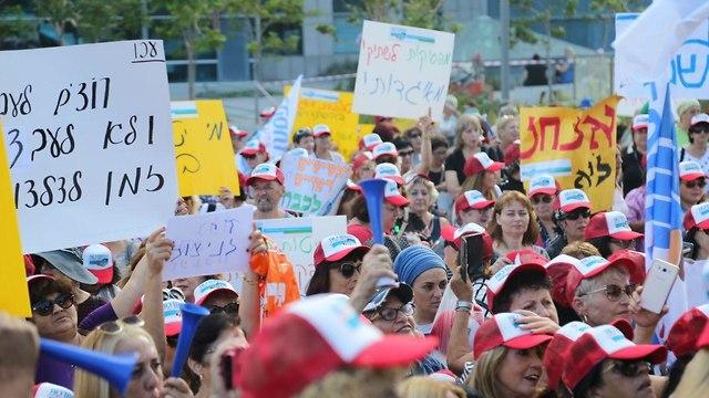 Митинг протеста работниц по уходу. Фото: Моти Кимхи