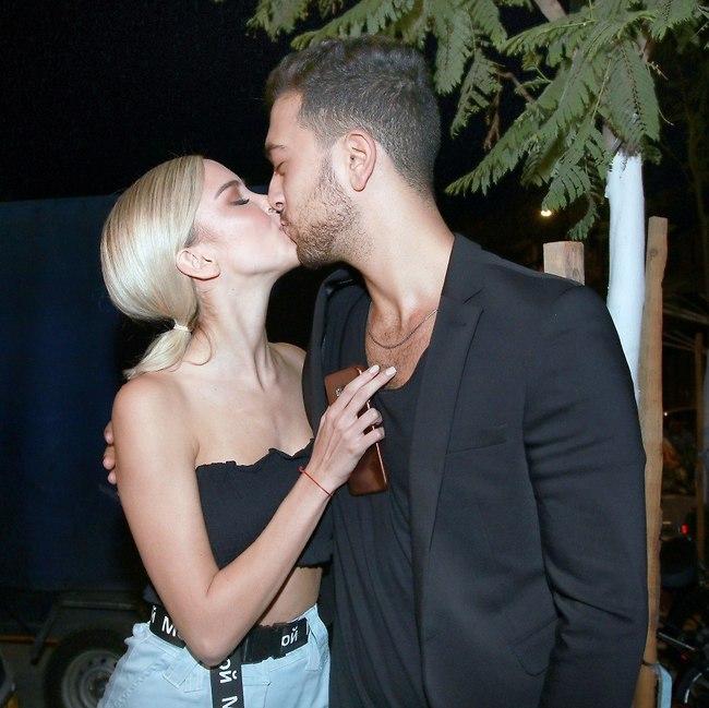 חייבים נשיקה למצלמה (צילום: ענת מוסברג)