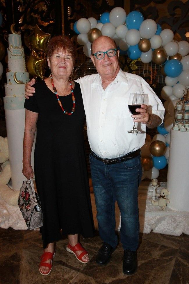 באו לחגוג. טוביה צפיר ואשתו יעל (צילום: ענת מוסברג)
