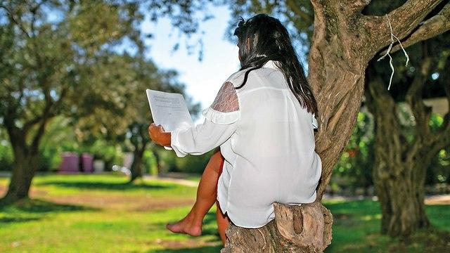 מירב, מסרה את ילדה לאימוץ (צילום: אוהד צויגנברג)