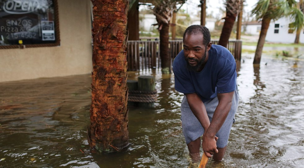 הסופה מייקל מכה בפלורידה  (צילום: EPA)