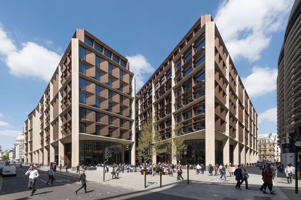 זהו מבנה האבן הגדול ביותר שהוקם בלונדון, שני רק לכנסיית סנט פול שנשקפת מחלונותיו (צילום: Nigel Young, Foster + Partners)