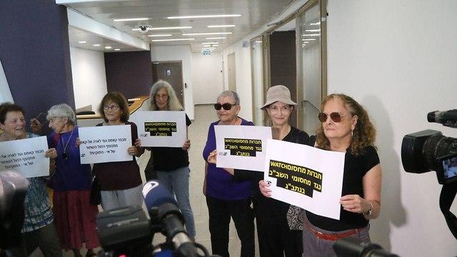 Protesters support Alqasem in court (Photo: Motti Kimchi)