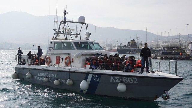 יוון מת קיראקוס פפדופולוס מפקד ב משמר החופים שהציל אלפי פליטים (צילום: AP)
