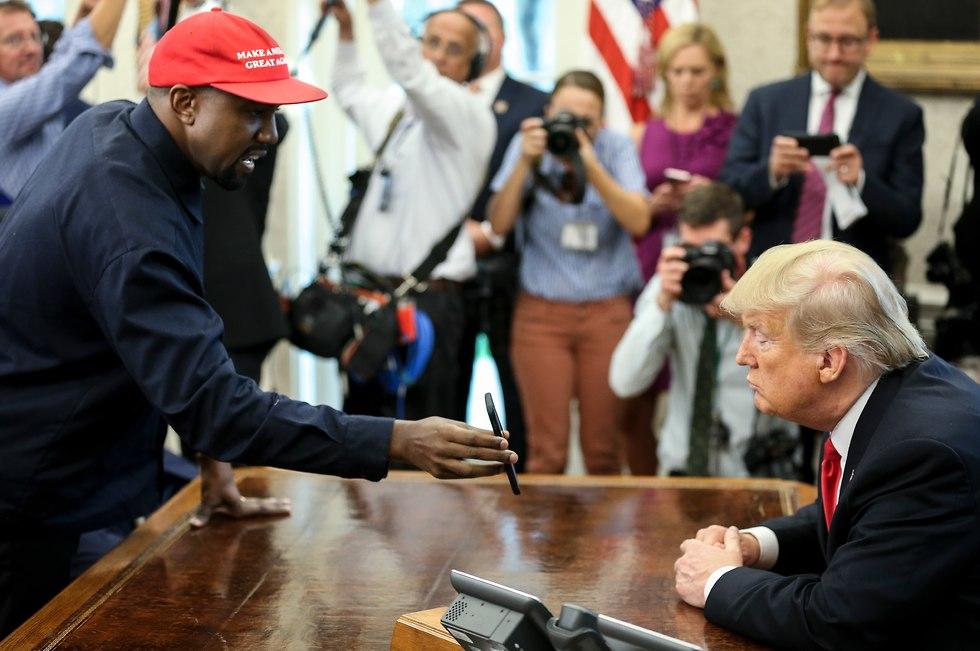 קניה ווסט טראמפ (צילום: Getty Images, Pool)