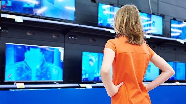 רכישת טלוויזיה (צילום: shutterstock)